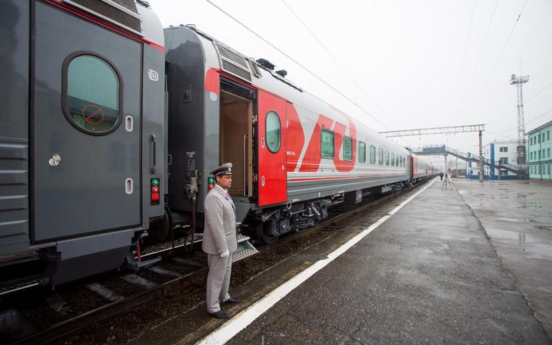 Zugchef vor der Abfahrt