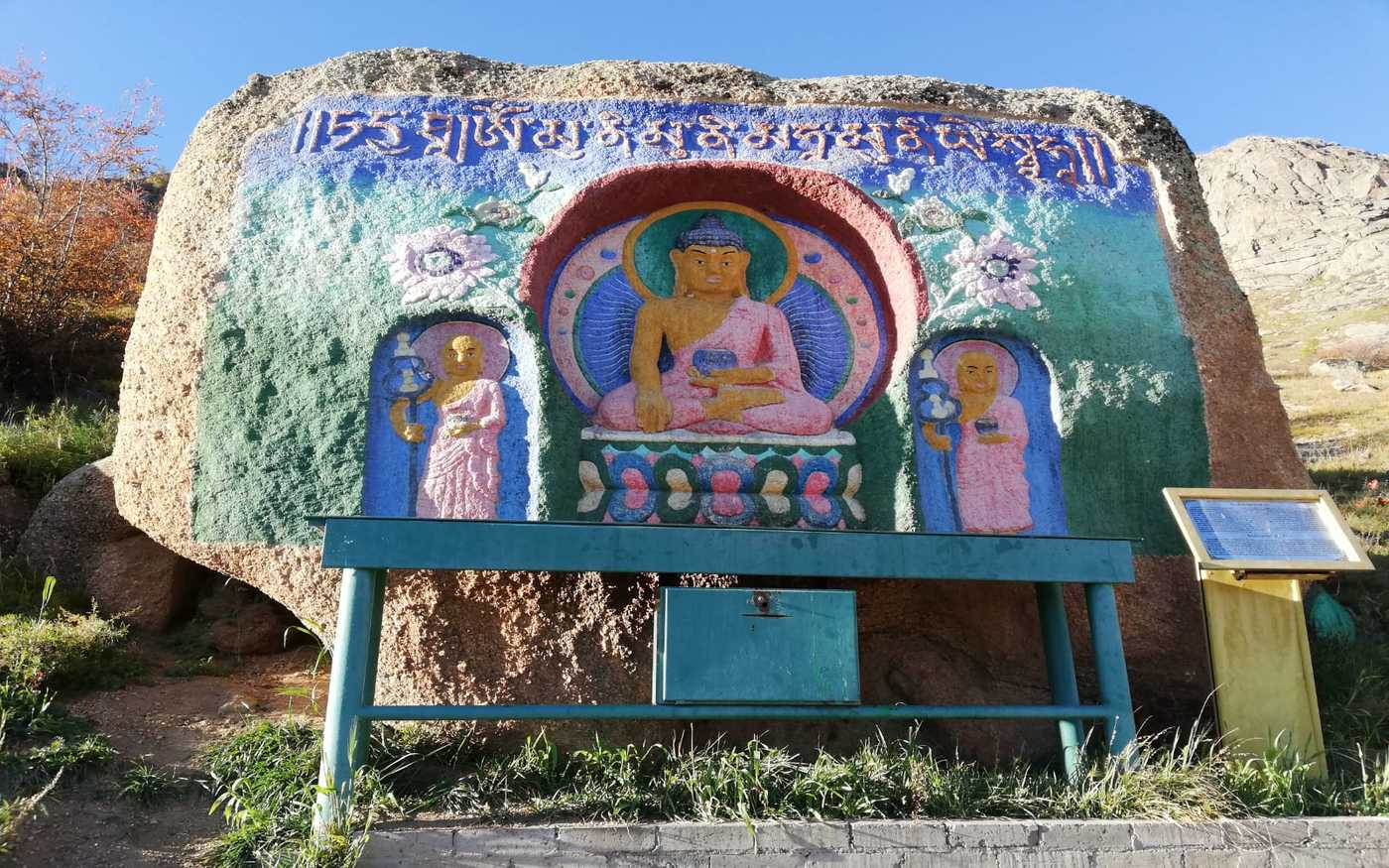Wandbilder auf dem Weg zum buddhistischen Kloster im Nationalpark Terelj