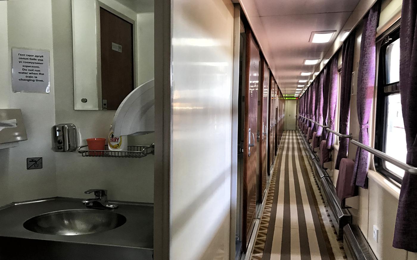 Flur und Toilette im Wagon der 2. Klasse