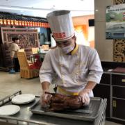Zubereitung der berühmten Peking Ente