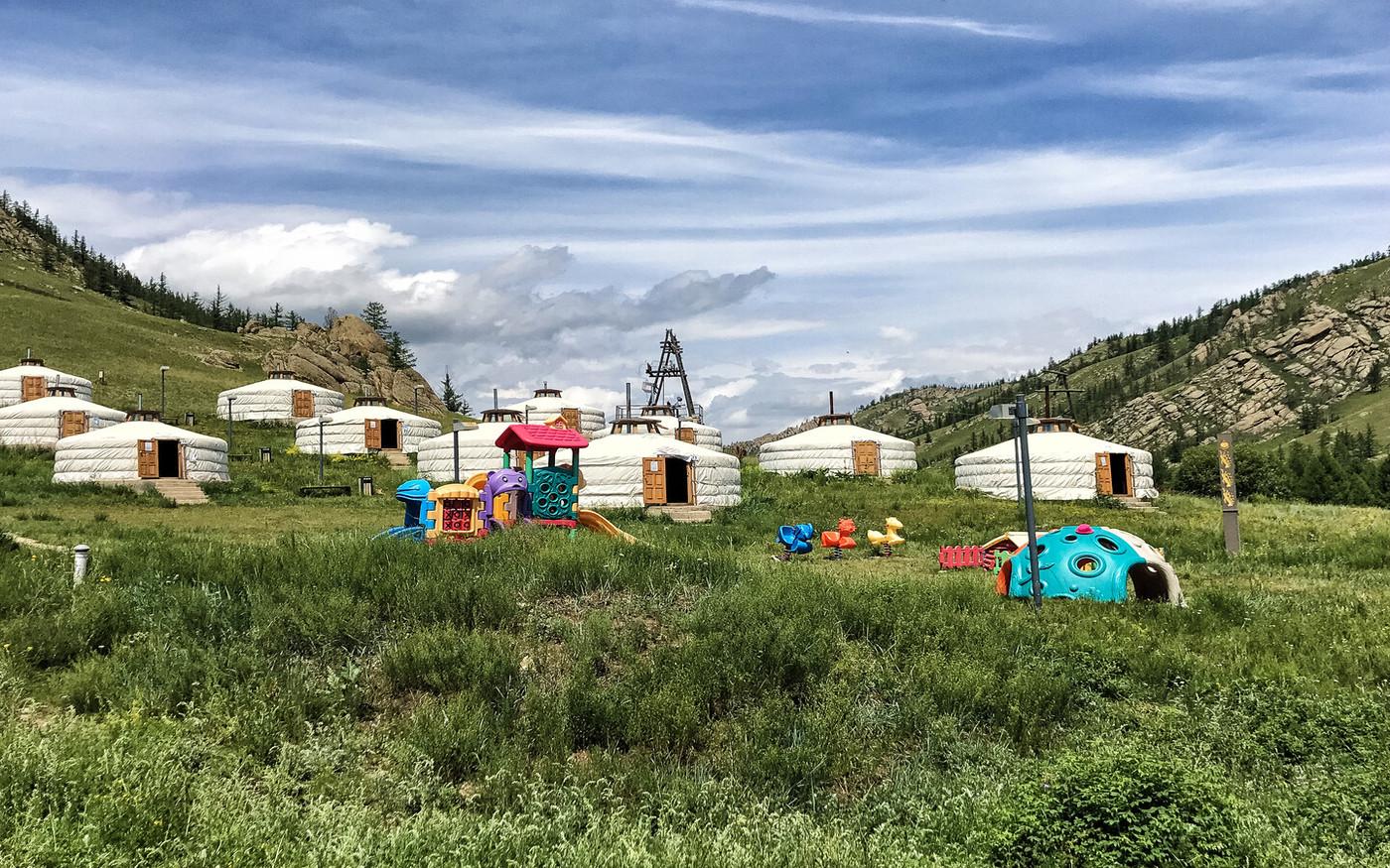 Familienfreundlicher Jurtencamp in der Mongolei