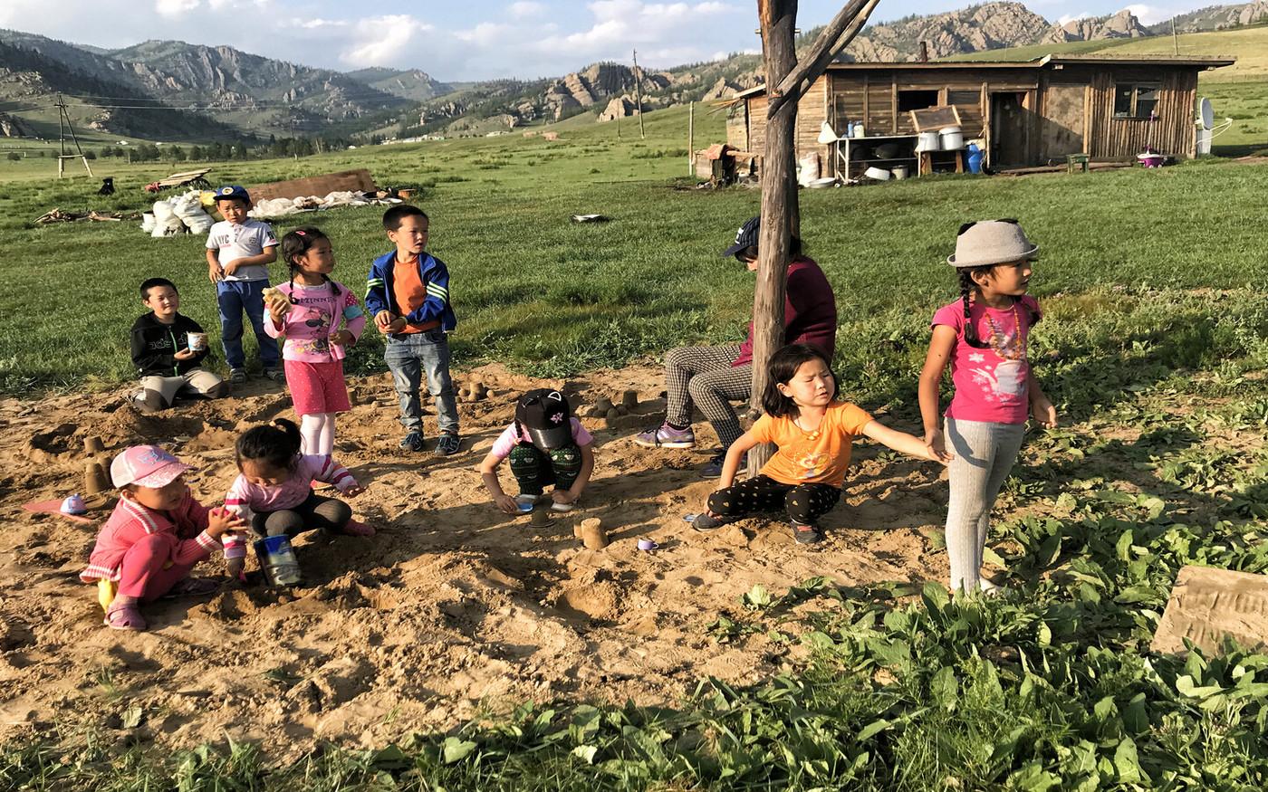 Kinder in der Mongolei
