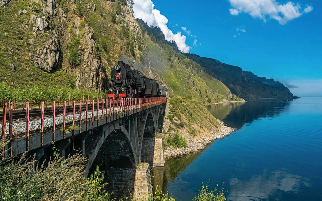 Einige Ausflüge mit der Alten Baikalbahn werden mit einer Dampflok durchgeführt