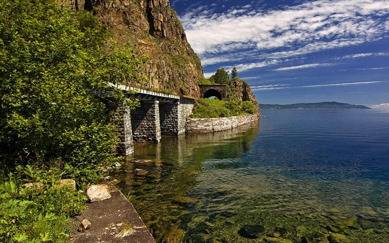 Brücken und Tunnels können während eines Ausfluges mit der Alten Baikalbahn bewundert werden