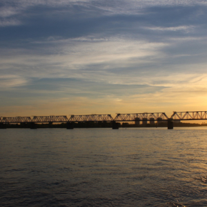 Eine Brücke über den Ob in Nowosibirsk
