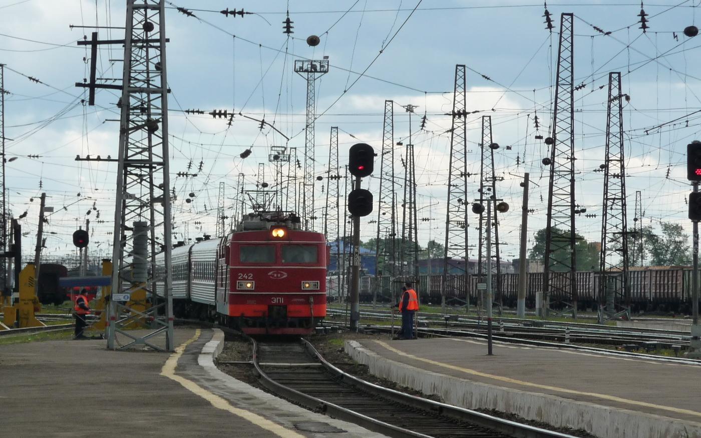 Bahnhof in Sibirien - Zugeinfahrt