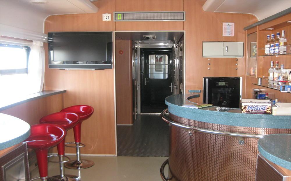 Eine Bar im Transsib-Zug