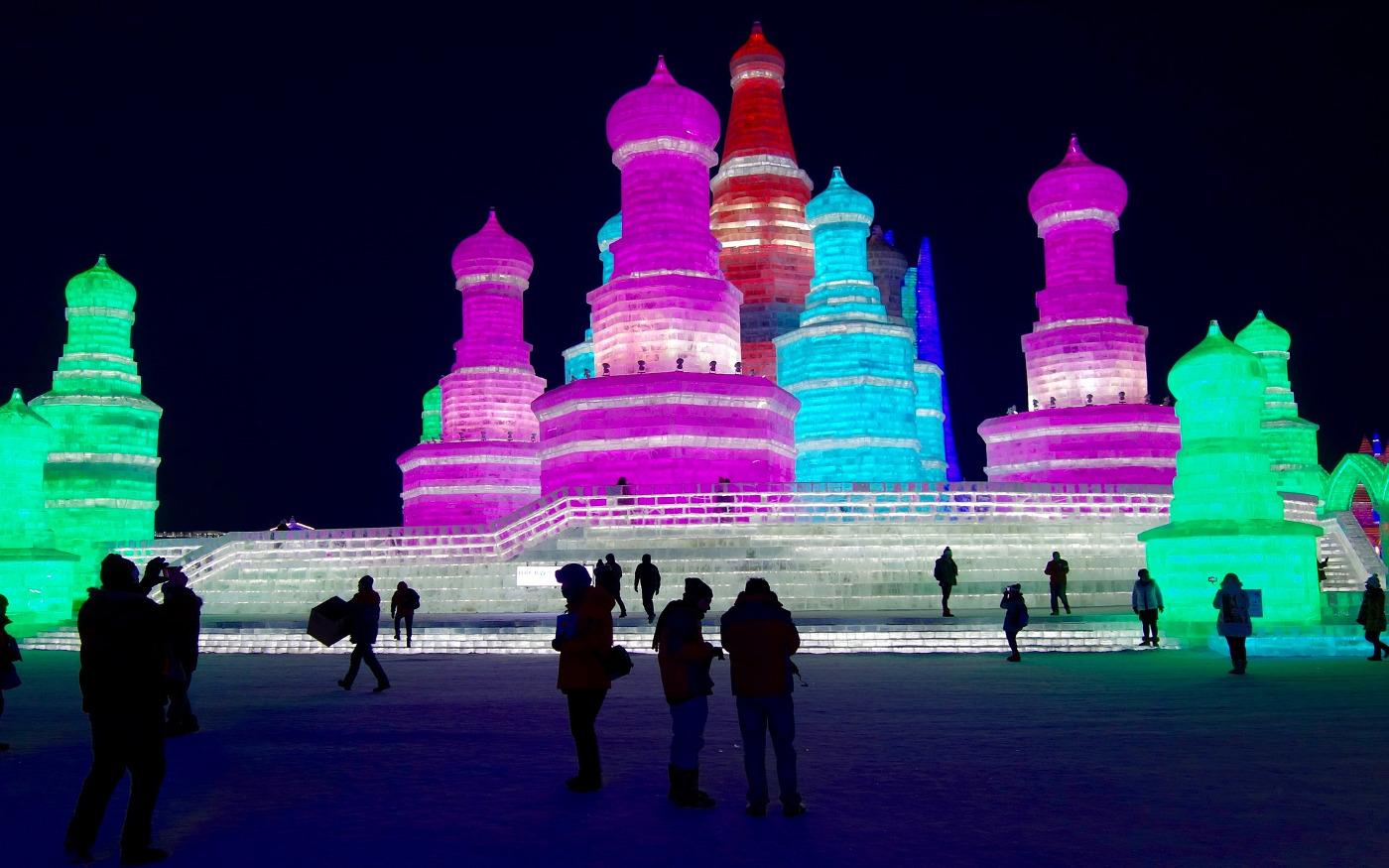 Eisfestival mit Eisskulpturen in Harbin