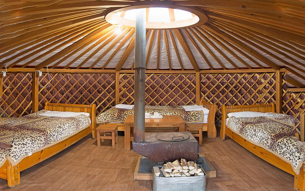 Mongolische Jurte mit drei Betten