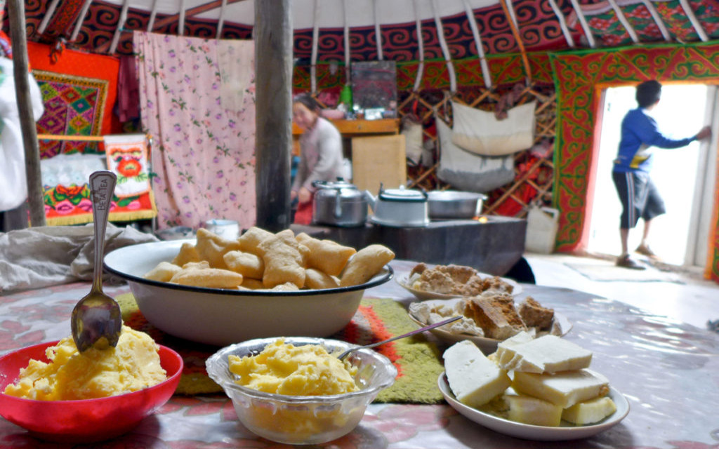 Mittagessen bei einer mongolischen Nomadenfamilie