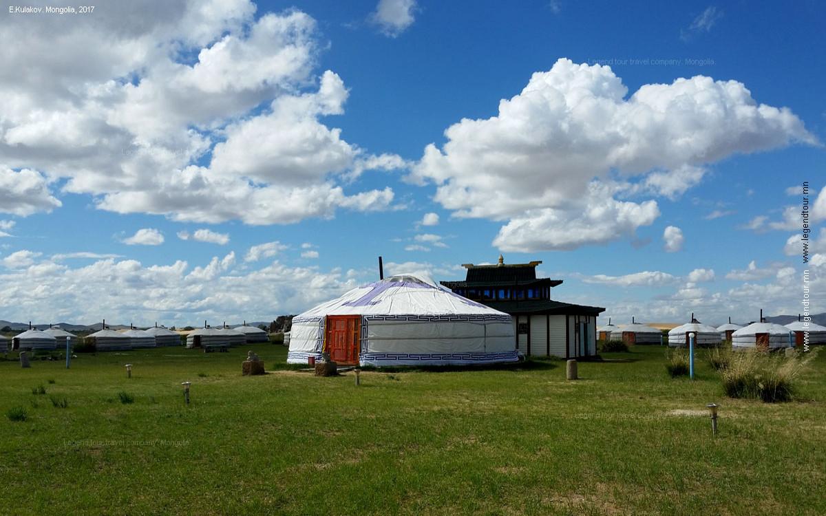 Jurtencamp am Rande der Wüste Gobi