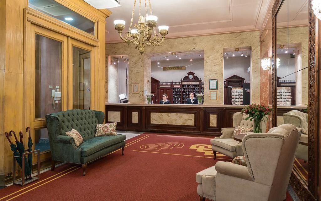 Lobby im Hotel Budapest in Moskau