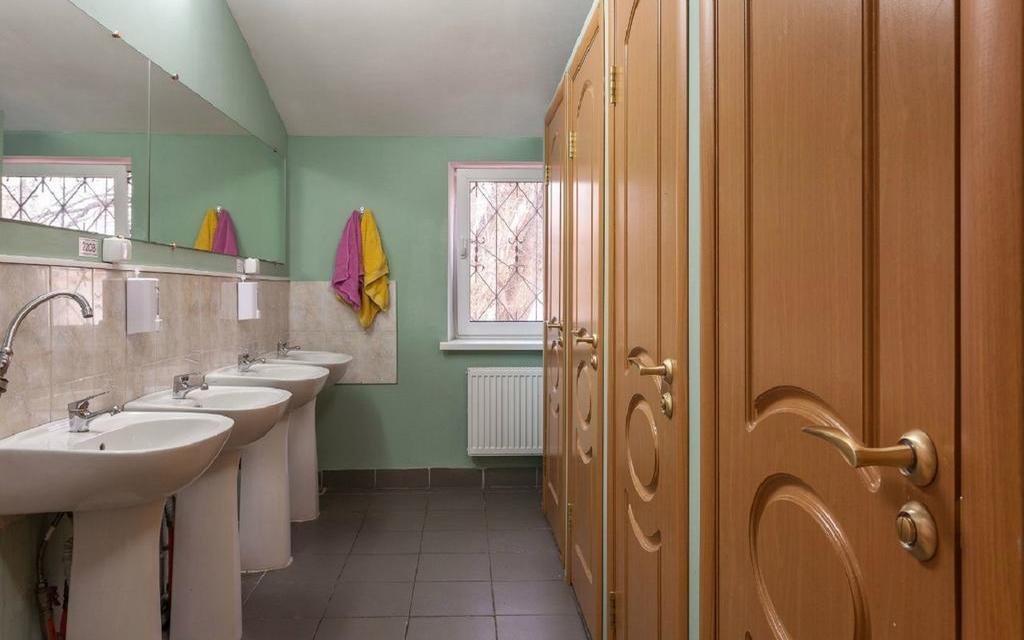 Gemeinschaftstoiletten im Hostel Artist in Moskau